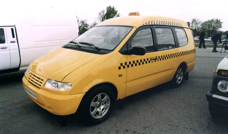 Минивэн-такси, изготовленный по заказу правительства Москвы. На фото: ВАЗ-2120