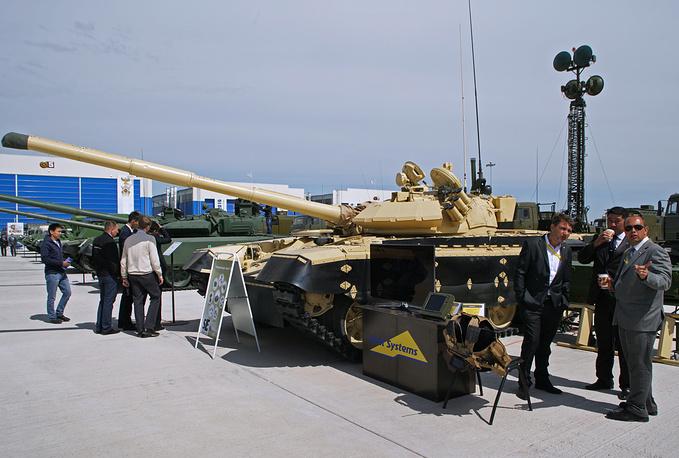Модернизированный танк Т-72 с системой управления огня TISAS (Thermal Imaging Stand Alone System) израильской компании Elbit Systems