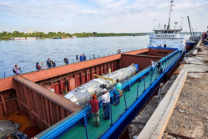 ВКрасноярск прибыл теплоход сфрагментами самолета «Дуглас»