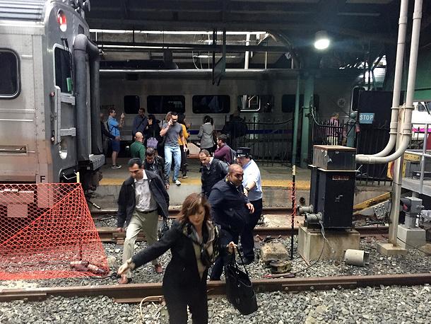Крушение поезда вНью-Джерси: есть жертвы, неменее 100 человек ранены