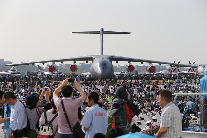 Первый китайский тяжелый военно-транспортный самолет Xian Y-20