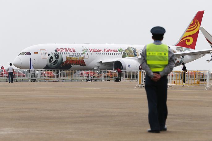 Пассажирский самолет Boeing 787 Dreamliner в ливрее Хайнаньских авиалиний