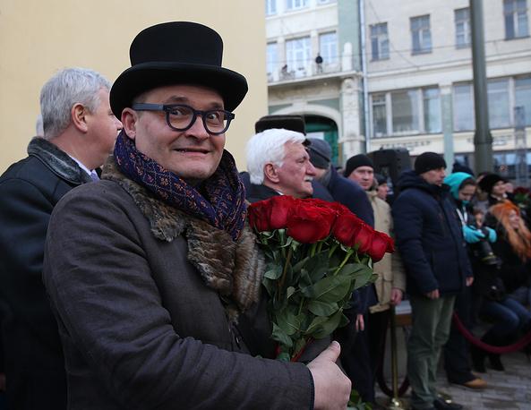 Историк моды, телеведущий Александр Васильев во время церемонии открытия памятника балерине Майе Плисецкой