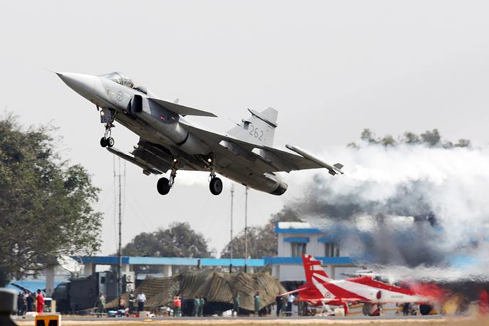 Шведский многоцелевой истребитель четвертого поколения Gripen на Aero India 2017