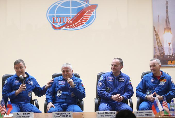 Члены основного экипажа: астронавт НАСА Джек Фишер, космонавт Роскосмоса Федор Юрчихин и члены дублирующего экипажа: космонавт Роскосмоса Сергей Рязанский и астронавт НАСА Рэндолф Брезник