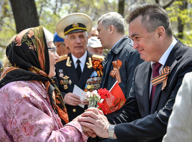 Губернатор Приморского края Владимир Миклушевский во время празднования Дня Победы