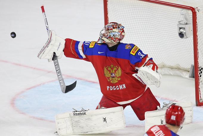 Вратарь сборной России Илья Сорокин в матче чемпионата мира по хоккею между сборными командами России и Латвии