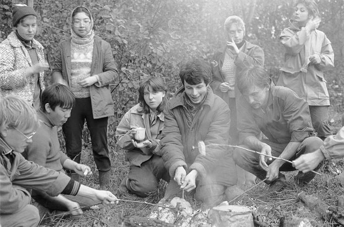 На картошке в минуты отдыха,1986 год