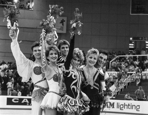 Чемпионат мира 1988 года в Будапеште. Победители соревнований в танцах на льду Наталья Бестемьянова и Андрей Букин (в центре), серебряные призеры Марина Климова и Сергей Пономаренко (слева) и бронзовые медалисты канадцы Трэйси Уилсон и Роберт Макколл.