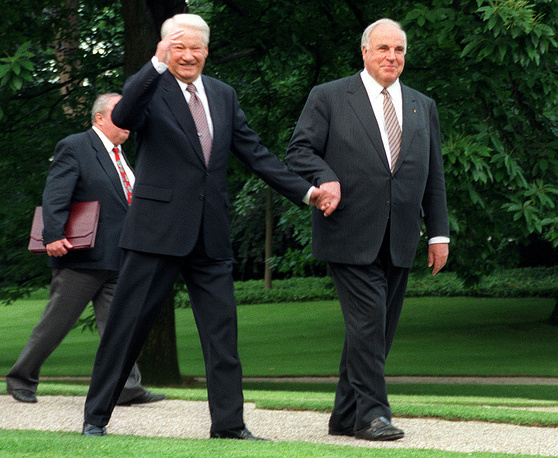 Президент РФ Борис Ельцин и канцлер ФРГ Гельмут Коль. Бонн, 1998 год