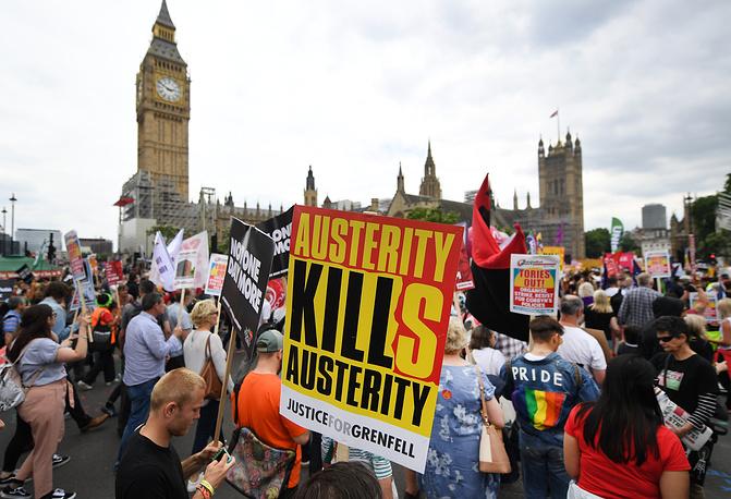 Встолице Англии тысячи человек вышли наулицы стребованием отставки руководства Мэй