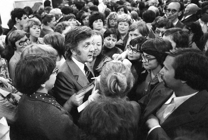 Среди посетителей выставки в Центральном выставочном зале, 1978 год