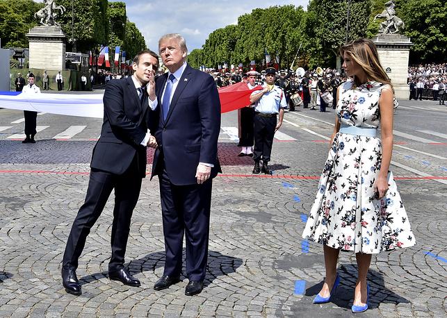 Макрон, Трамп и его супруга Мелания