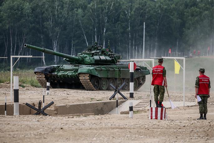 Танк Т-72Б3 экипажа из Лаоса
