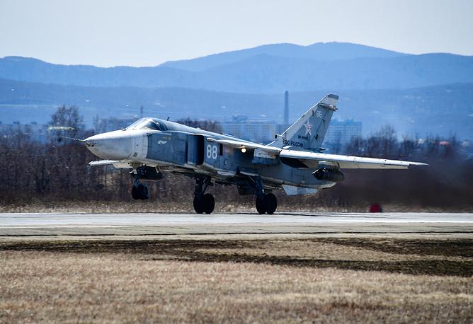 Фронтовой бомбардировщик с крылом изменяемой стреловидности Су-24