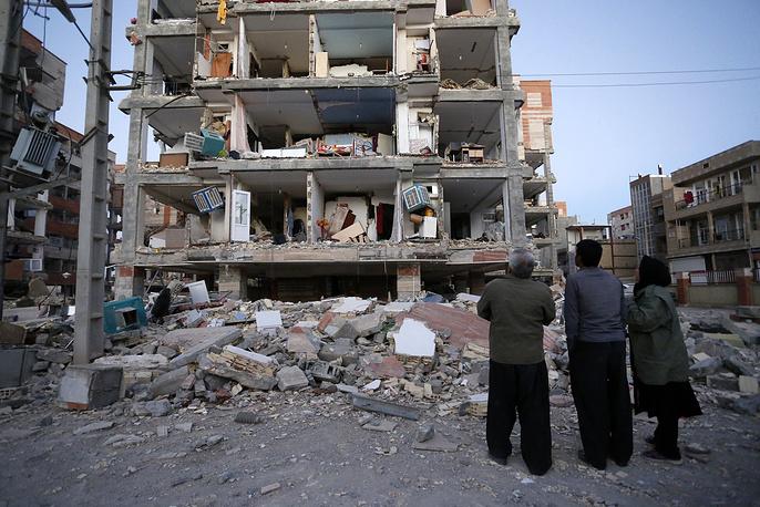 Основной удар землетрясения пришелся на провинции Илам и  Керманшах на западе Ирана. В ряде районов начались перебои с питьевой водой, не работает сотовая связь