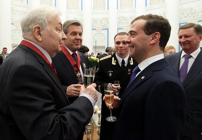 С президентом РФ Дмитрием Медведевым после церемонии вручения государственных наград в Екатерининском зале Кремля, 2012 год