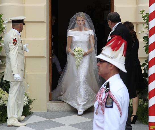 Княгиня Монако Шарлен (Шарлен Линетт Уиттсток), супруга князя Монако  Альбера II, во дворце Монако, 2 июля 2011 года