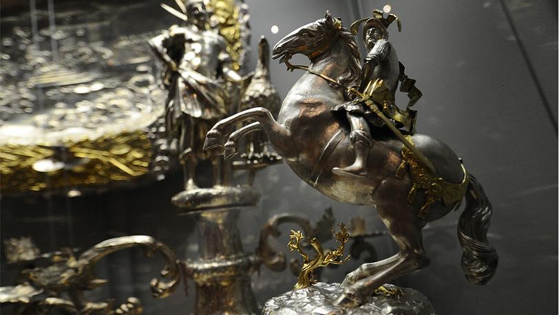 Серебряное настольное украшение в виде конной статуи короля Польши Яна III Собесского работы Лоренца I Биллера. Аугсбург. 1684 год