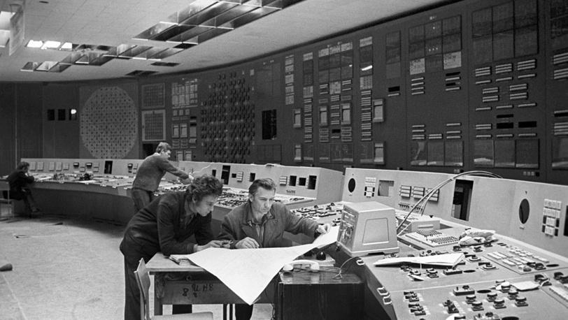 Украинская ССР. Монтажные работы на пульте управления Чернобыльской АЭС