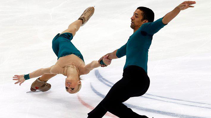Немцы Алена Савченко и Робин Шолковы. Фото EPA/ИТАР-ТАСС