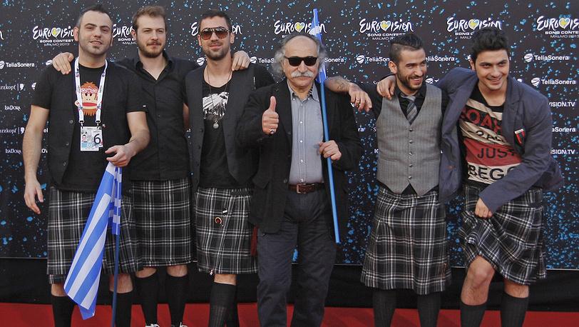 """Представители Греции Агафонас Иаковидис (в центре) и участники группы """"Koza Mostra"""""""
