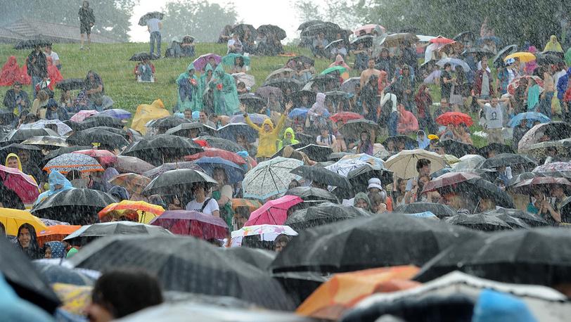 Погода испытывала гостей фестиваля на прочность