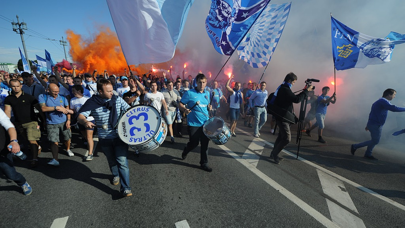 """Болельщики """"Зенита"""" на марше перед матчем """"Зенит"""" - """"Кубань"""""""