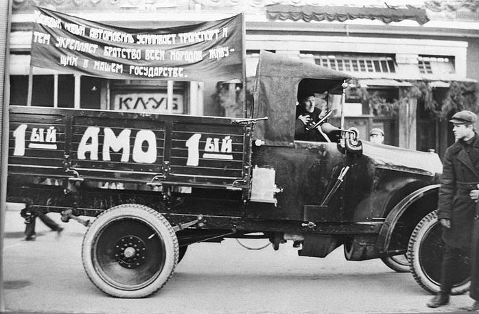 Первые советские автомобили АМО-Ф-15. 1924 год. Фотохроника ТАСС