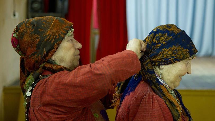 В Баку без взаимопомощи не обойтись: Галина Конева и Зоя Дородова (слева направо)