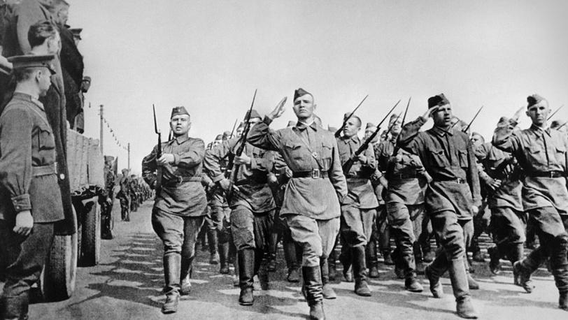 Москва. Солдаты направляются на фронт