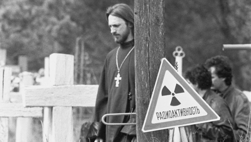 В 1991 году впервые за 5 лет, прошедшие с момента аварии на Чернобыльской АЭС, бывшим жителям 30-километровой зоны разрешили посетить захоронения близких