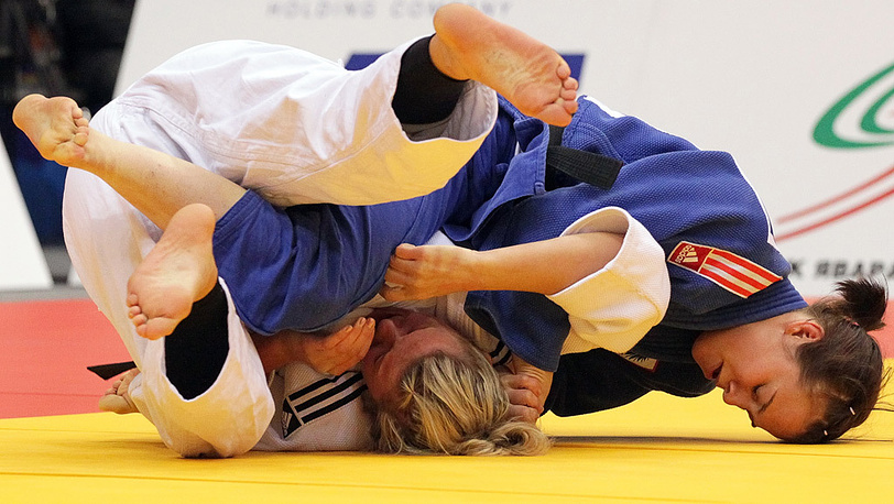 Татьяна Левицкая (Украина) и Тина Целтнер (Австрия, справа). Вес до 57 кг