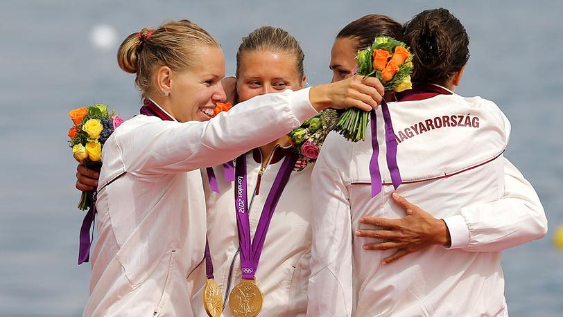Победительницы в состязаниях байдарок-четверок