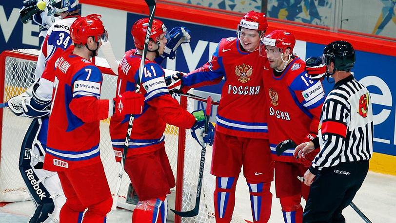 Дмитрий Калинин, Николай Кулемин, Евгений Кузнецов, Павел Дацюк (слева направо) после забитого гола
