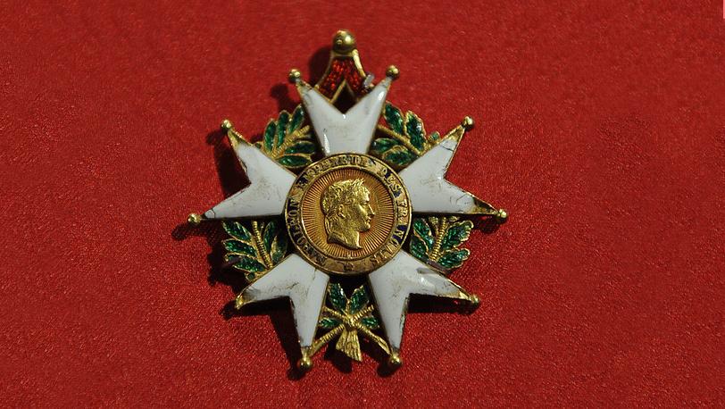 Знак ордена Почетного легиона 3-й степени (офицерский крест)