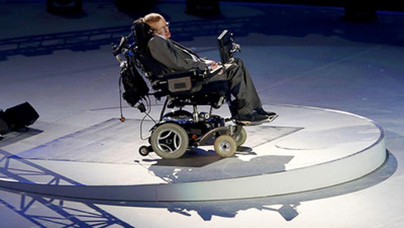 Британский физик 70-летний Стивен Хокинг