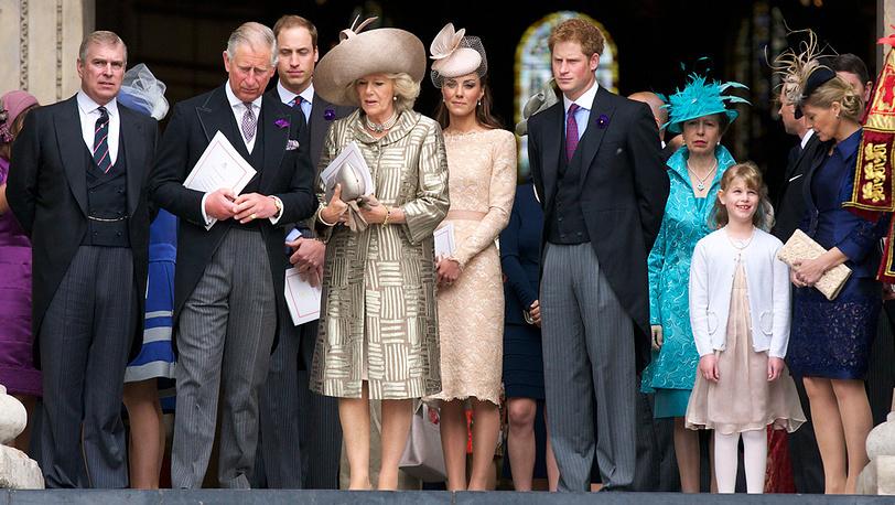 Принц Эндрю (слева) и члены королевской семьи (фото из архива)