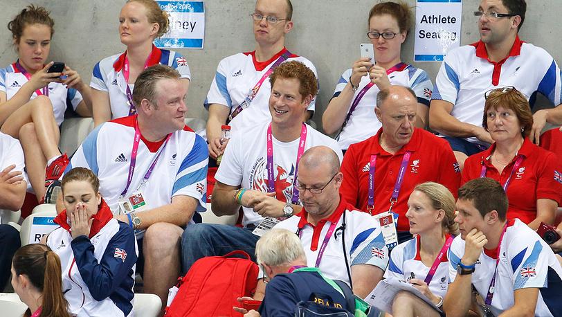 Британский принц Гарри посетил соревнования пловцов