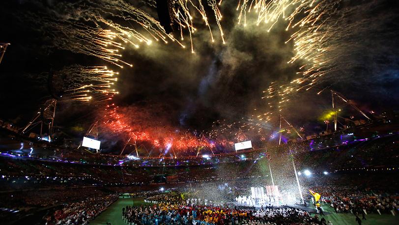 Фейерверк над Олимпийским стадионом
