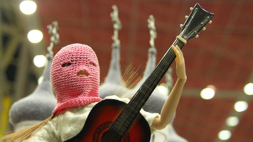 Кукла солистки панк-группы Pussy Riot авторской работы музыканта Андрея Макаревича