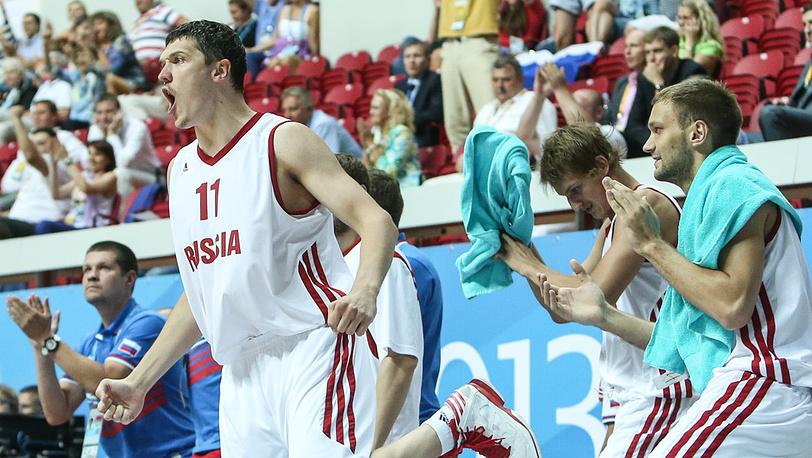 Семен Антонов (слева)