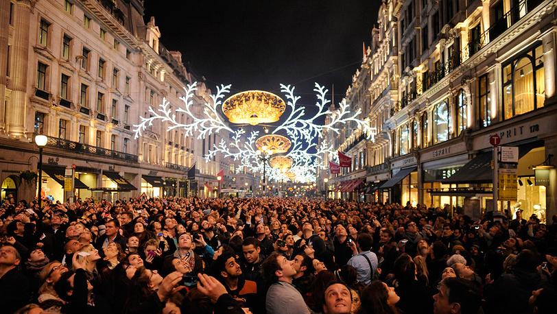 Рождественская иллюминация зажглась на Риджент-стрит в Лондоне