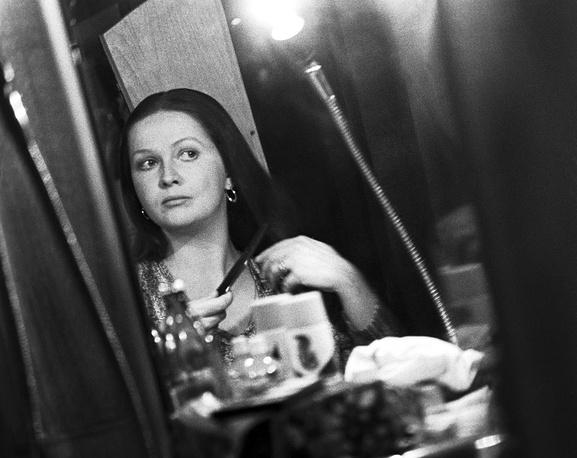 Перед выходом на сцену. 1980.  Фото ИТАР-ТАСС/Людмила Пахомова