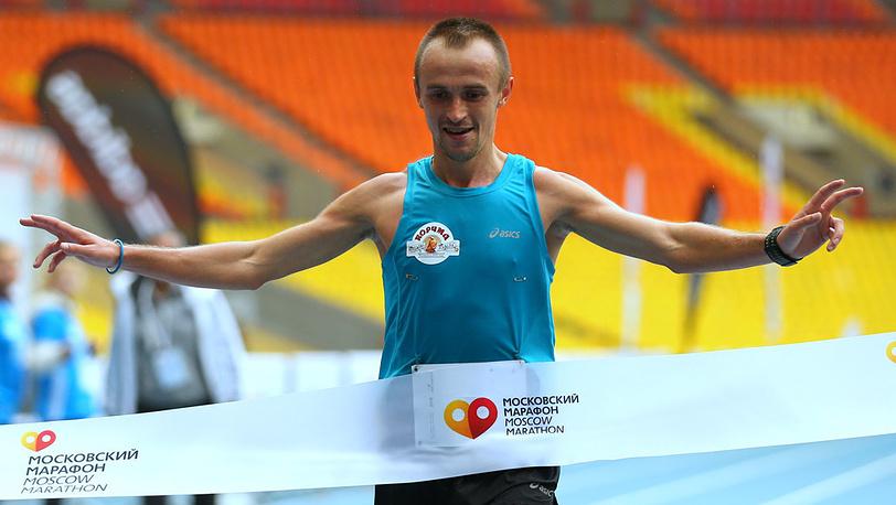 Победитель марафона Александр Матвейчук. Фото ИТАР-ТАСС/ Валерий Шарифулин