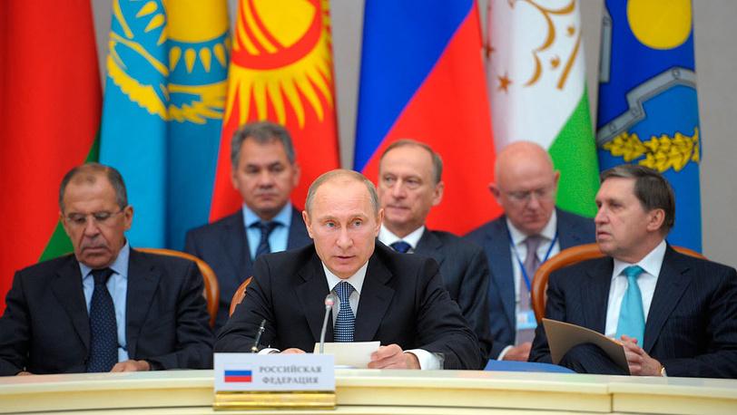 Владимир Путин и государственные деятели России во время заседания. Фото  ИТАР-ТАСС/Алексей Дружинин