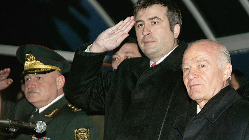 В ночь на 6 мая 2004 года был отстранен от власти глава Аджарской автономной республики Аслан Абашидзе (справа). В результате конфликта республика перешла в полное подчинение властям Грузии. Фото ИТАР-ТАСС/Сейран Бароян