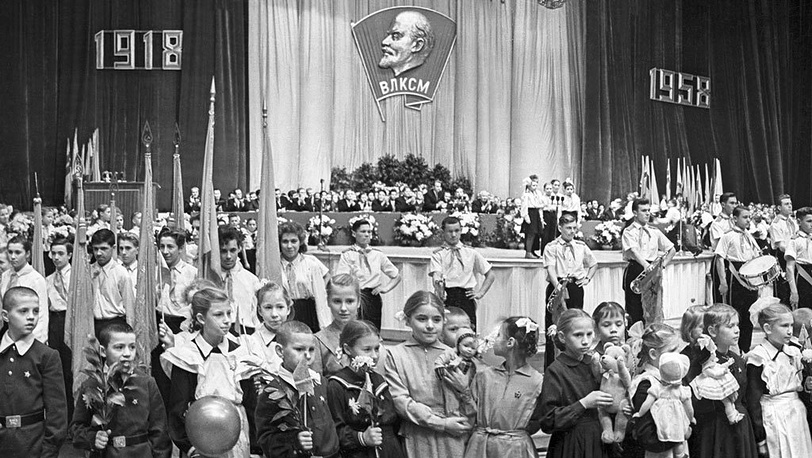 Москва. Торжественное заседание, посвященное 40-летию образования ВЛКСМ во Дворце спорта в Лужниках. 30 октября 1958 г. Фотохроника ТАСС