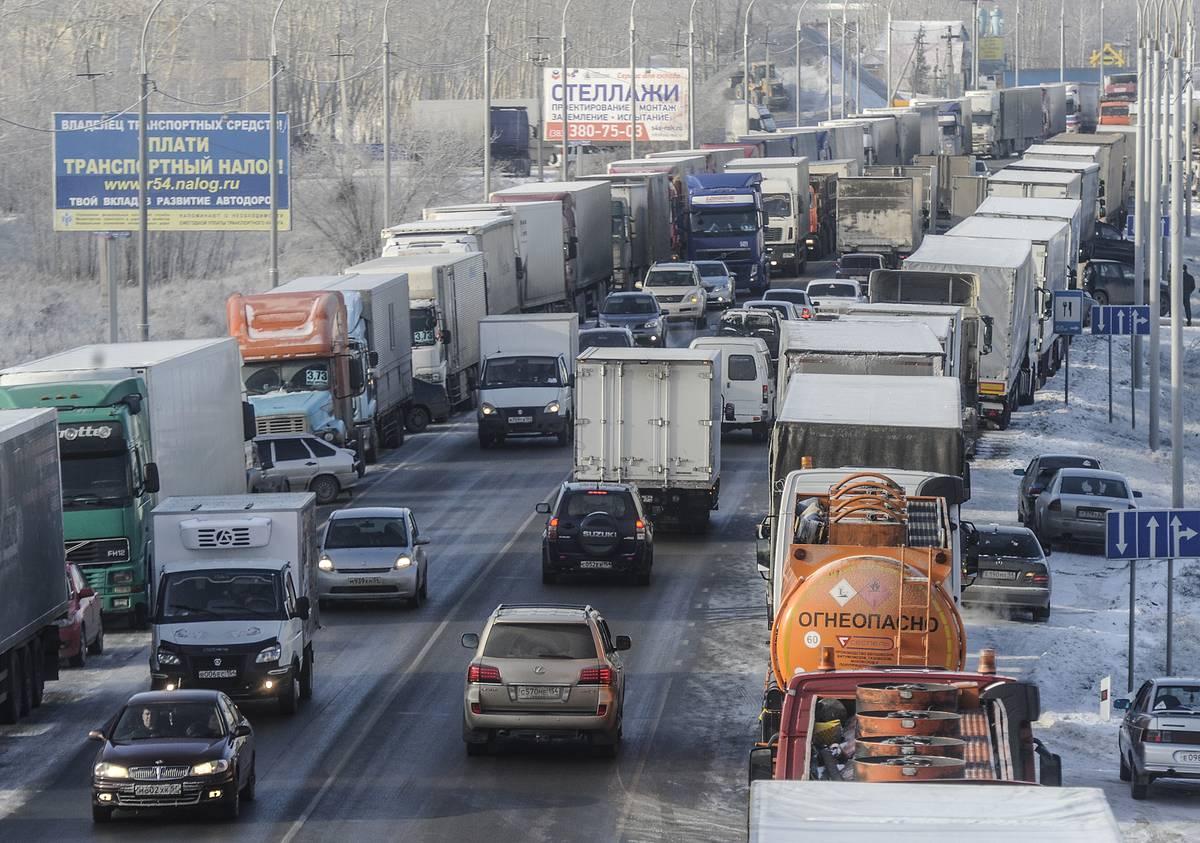 Депутаты предлагают в разы снизить штрафы за проезд фур по федеральным трассам без оплаты