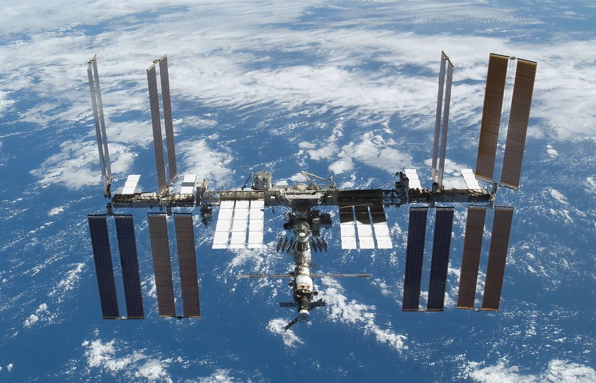 СМИ: Роскосмос сократит затраты на обслуживание МКС